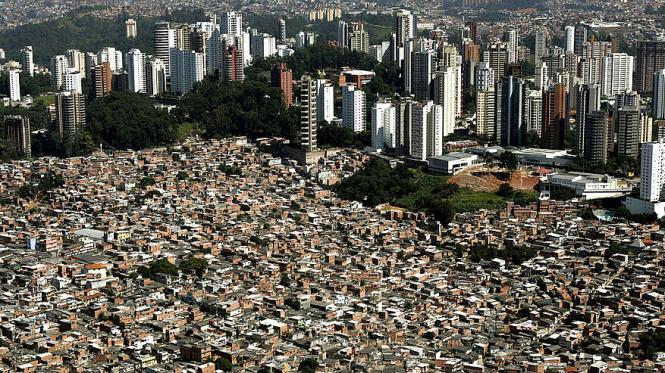 San Paolo-favelas-grattacieli